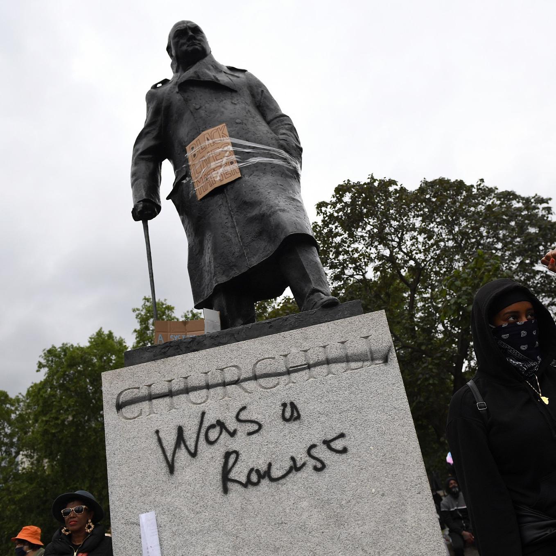 Churchill valóban rasszista volt, de ha ledöntjük a szobrát, mit oldunk meg vele?
